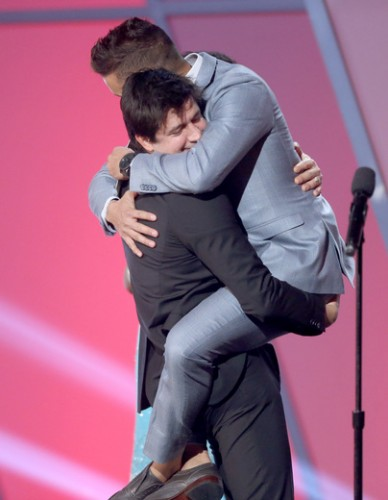 Ken Marino won several awards and gave a lot of hugs (which all looked very comforting).